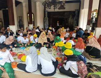 TYCI dan Pay & Do It Ajak Ratusan Anak Yatim Main di Museum Layang-layang