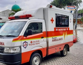 New Carry Ambulance Diandalkan SCRC Evakuasi Korban Banjir